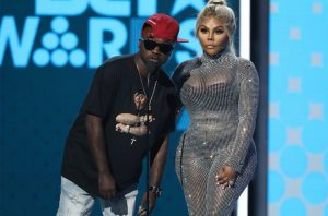 Havoc-and-Lil-Kim-2017-BET-awards-on-stage-billboard-1548